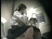 แอบถ่ายนักเรียนมอปลายเข้าห้องน้ำที่ห้าง หน้าชัดเช็ดหีสะอาดเชียวหนะ โคตรอายอะภารโรงแม่งเลวจริง