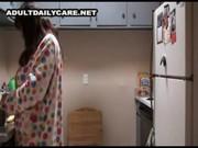 หีแม่เนียนจริงๆ แอบเย็ดแม่ในห้องครัวพ่อไม่รู้ใส่หนักเลยควยลูกใหญ่ขนาดนี้ แม่ขอเย็ดมันส์ๆ
