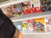 แอบถ่ายxxxใต้กระโปรงสาวออฟฟิต ในร้านหนังสือ หุ่นดีชิพ เห็นกางเกงในชัดเจน