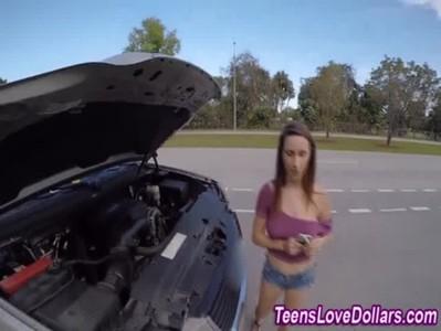 เจอสาวสวยนมใหญ่รถเสียข้างทาง บอกเลยงานนี้ไม่เอาตังขอแลกด้วยการเย็ดในรถ แตกคาหีเลย หัวนมชมพู