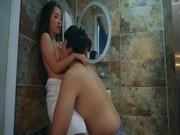 พาน้องสาวขึ้นสวรรค์เปิดซิงจิ๋มน้อยๆในหนังโป๊เกาหลีพามาเด้ายกล้อเย็ดในห้องน้ำ YOUJIZZ พระเอกบอกหีฟิตเจ็บควย