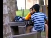 แอบเย็ดกันในสวนสาธารณะคิดว่าไม่มีไครเห็น โดนแอบถ่ายถอกกางเกงในเสียบหีขย่มเสียว SEX THAI เพื่อนไครกันนะ