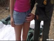 ทหารราดตะเวน ตามชายแดน เจอหญิงสาว ขายบริการ Sideline ต่อรองสะเลยขอรุมเย็ดหีนะ เพราะมาหลายคน