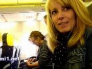 แอบเสียวบนเครื่องบินก่อนเครื่องออกชักว่าวให้ผัวสลับกับเกี่ยวหีให้ฉันด้วย ดูครับน้ำแตกเอามือบัง XXX AIRPORT