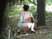ชาวบ้านส่งมาให้ สาวจีนแอบมาขี้ฉี่หลังบ้าน ก้นถ่ายสวยๆมาให้เป็นวัยรุ่นTeenอยากน่าเย็ดเลย ฉี่ไม่เกรงใจเลยวะ