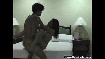 ส่งการบ้านเล่นท่ายาก pornaloha คลิปโป๊ไทยมาใหม่จากพี่เบิ้ม จับเมียแอ่นหีเย็ดท่าลิงอุ้มแตงออกกล้อง