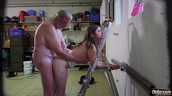 เลขาตัวดีแอบเย็ดกับผู้บริการทั้งสองคน งานนี้กะเอาหีเข้าแลกหวังฟันกำไรยับ!! PORN คลิปฝรั่ง