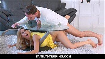 คลิปxฝรั่งไม่มีซับมีแต่ความเสียว! คุณแม่ติดโต๊ะเลยเย็ดแม่ ครางดังแทบหูแตกโดนควยใหญ่ตอดหีน่าดู