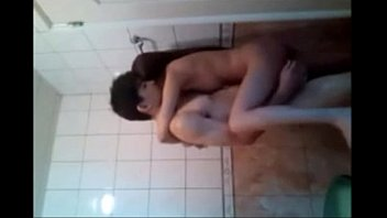 หลุดคลิปเงี่ยนวัยรุ่นมาเย็ดกันในห้องน้ำ xxxจับลิงอุ้มแตงกระแทกร่องหีกันอย่างเมามัน