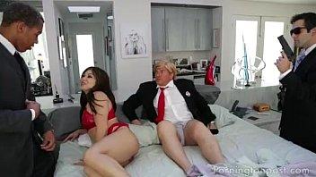 ท่านประธานาธิบดีเย็ดโหด Donald Trump จับสาวสวยดีกรีนางแบบซอยหีที่ทำเนียบขาว หนังxฝรั่ง