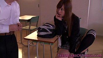 คลิปสก๊อยญี่ปุ่นในห้องเรียน ให้ที่ปรึกษาหน้าติ๋มสอนเย็ดไปๆมาๆเสียวยอมให้เสร็จในหี