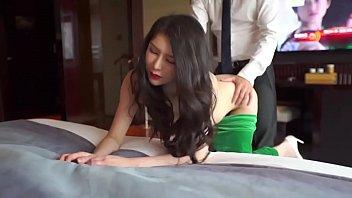 หนังโป๊จีน2019 ผัวเมียเย็ดกันหน้าทีวีอย่างมันส์ จับเมียซอยท่าหมาไม่ยั้งสงสัยจะเงี่ยนควย ไม่ยอมไปทำงานเอาเมียดีกว่า